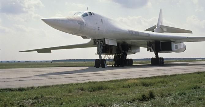 """Nga lệnh tái sản xuất """"siêu"""" máy bay ném bom Tu-160"""