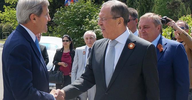 """Gặp đồng cấp Mỹ ở Sochi, Ngoại trưởng Nga tuyên bố """"tuyệt vời"""""""