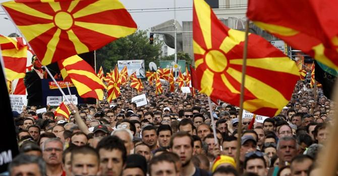 Ông Lavrov tố nước ngoài can thiệp thô bạo vào Macedonia