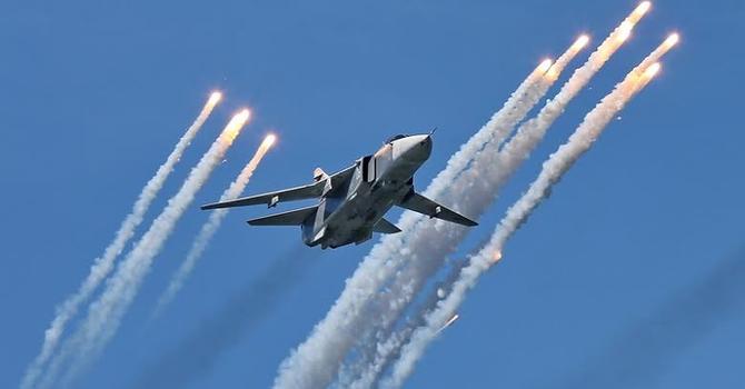 """Nga điều hàng trăm máy bay tập trận để """"răn đe"""" NATO"""