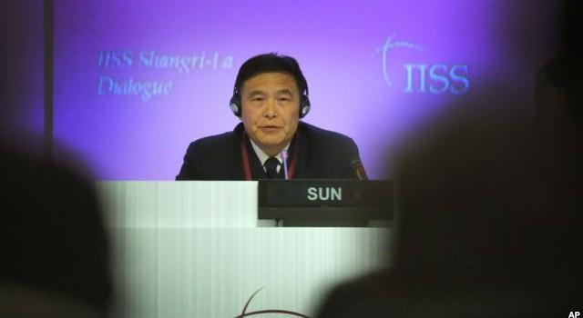 Đối thoại Shangri La: Bị dồn ép, Đô đốc Trung Quốc đọc văn bản soạn sẵn