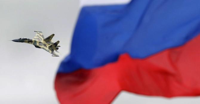 """""""Máy bay trinh sát Mỹ vụng về trước các chiến đấu cơ Nga"""""""