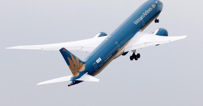 787 Dreamliner của Vietnam Airlines bay lượn như phi cơ tiêm kích
