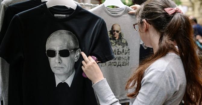 Phát T-shirt in hình ông Putin tại quảng trường trung tâm New York
