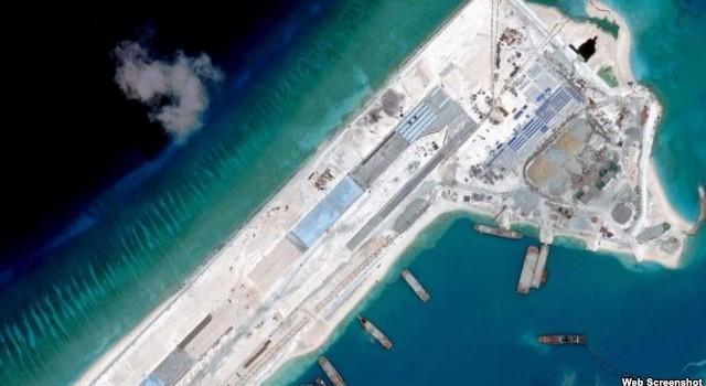"""Bắc Kinh ngang nhiên nói xây đảo ở Biển Đông để """"phòng thủ quân sự"""""""