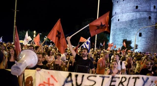 """Dân Hy Lạp thách thức chủ nợ bằng lá phiếu """"không"""""""