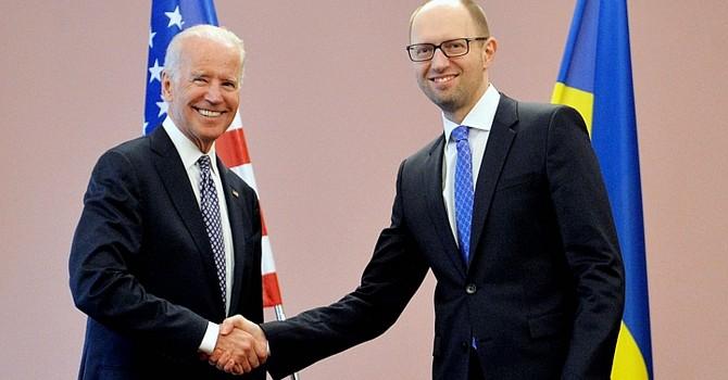 """Đón thủ tướng Ukraine, Mỹ """"thề"""" tiếp tục trừng phạt chống Nga"""