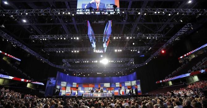 """Cuộc đua vào Nhà Trắng: Donald Trump tranh luận, Fox News """"thơm lây"""""""