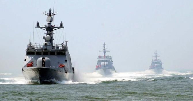 Trung Quốc tập trận bắn đạn thật trên Biển Đông và đất liền