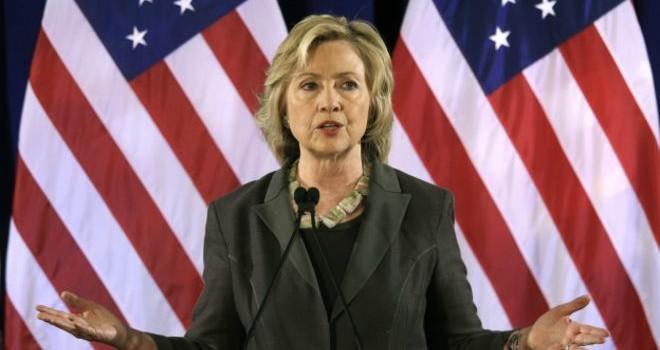 """Bà Hillary Clinton """"trả đòn"""" đối thủ Jeb Bush"""