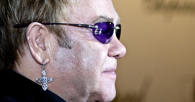 Điện Kremlin phủ nhận thông tin ông Putin trò chuyện với Elton John