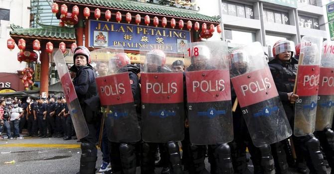 Malaysia triệu Đại sứ Trung Quốc sau vụ biểu tình của người dân