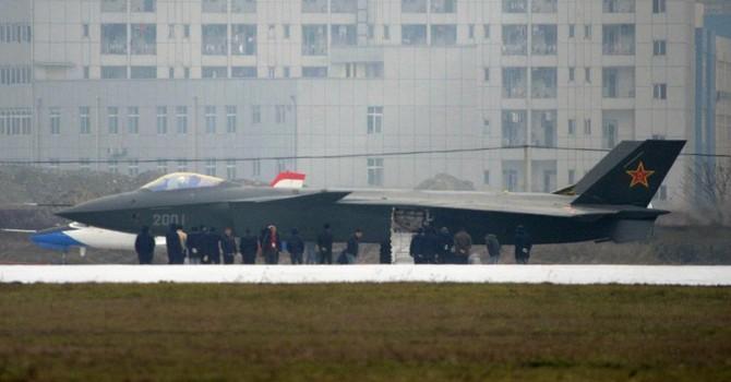 """Trung Quốc đã """"khoe"""" hơi quá về chiến đấu cơ tàng hình J-20 mới nhất?"""