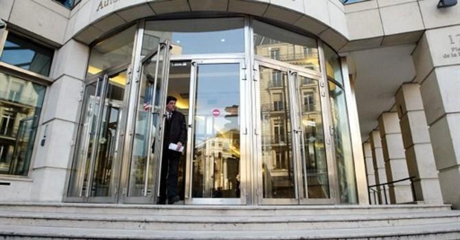 Cựu nhân viên buôn bán chứng khoán Trung Quốc bị phạt 1 triệu euro