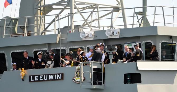 """""""Úc nên gửi tàu chiến tới Biển Đông"""" để thách thức Trung Quốc"""