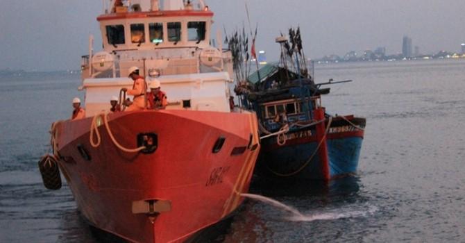 Tàu cứu nạn Việt Nam quần thảo với tàu Trung Quốc suốt 3 tiếng
