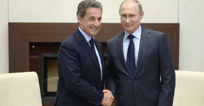 Ông Putin gặp cựu Tổng thống Pháp thảo luận về tình hình thế giới