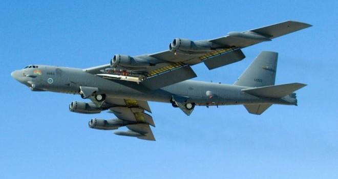 """Mỹ điều """"pháo đài bay"""" B-52 đến Biển Đông, phớt lờ Trung Quốc"""
