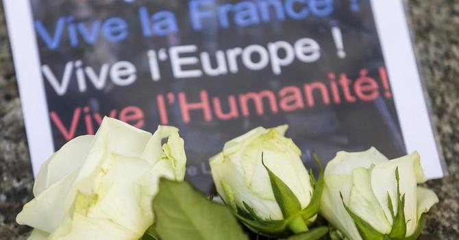 """Báo Pháp: """"Chiến tranh giữa lòng Paris"""""""
