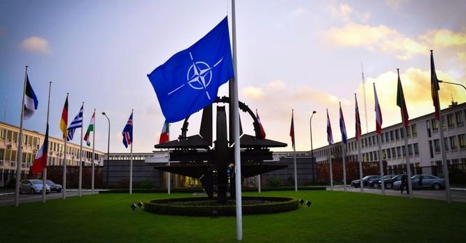 """NATO tính """"làm lành"""" với Moscow sau vụ Nga sáp nhập Crimea"""