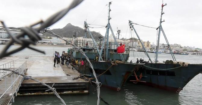 Hải quân Hàn Quốc bắn cảnh cáo tàu kiểm ngư Trung Quốc