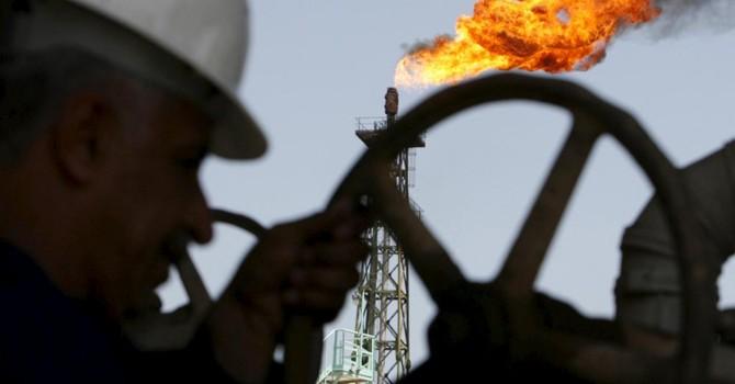 Giá dầu thô siêu rẻ: Ai được, ai thua?
