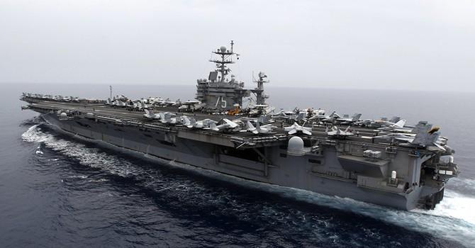 Iran bắn tên lửa gần nơi tàu sân bay Mỹ đi qua