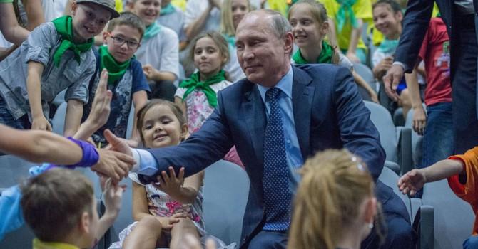 """Nga phê duyệt chương trình tuyên truyền giáo dục """"lòng yêu nước"""" cho người dân"""