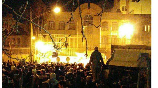 Vì sao Đại sứ quán Ả Rập Saudi ở Iran bị tấn công, đốt phá?