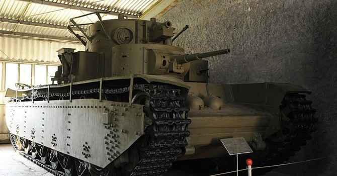 """""""Quái vật"""" năm đầu của Stalin: Xe tăng huyền thoại T-35 được tái tạo ở Ural"""