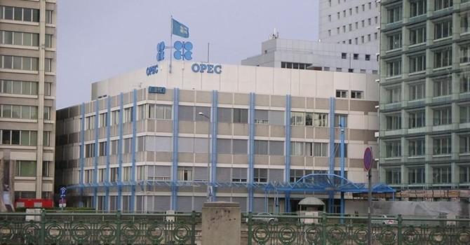 Venezuela cầu viện Nga giúp tổ chức họp khẩn cấp của OPEC cứu giá dầu