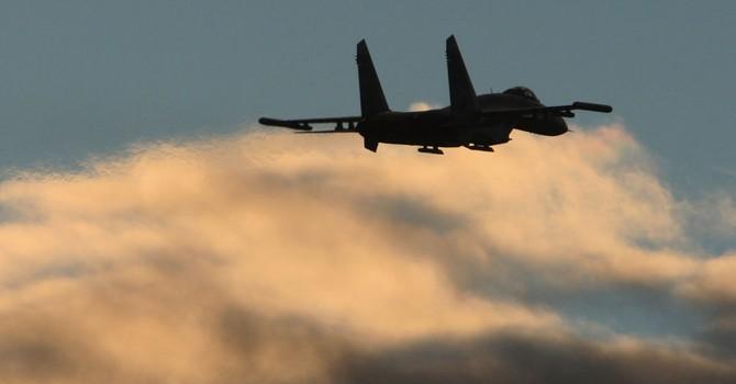 Su-27 của Nga chặn phi cơ trinh sát của Mỹ trên Biển Đen
