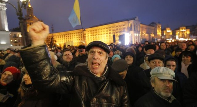 Căng thẳng và bạo động gia tăng ở Ukraine