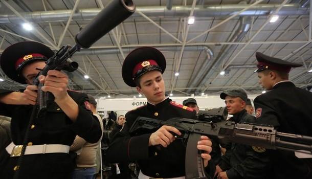 Nga tặng quà cho Afghanistan 10.000 khẩu súng và vài triệu viên đạn