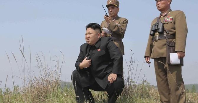 """Kim Jong-Un """"khoe"""" có vũ khí chống tăng mới"""