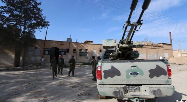 Phe nổi dậy Syria tố quân đội ông Assad tấn công 26 lần các thị trấn