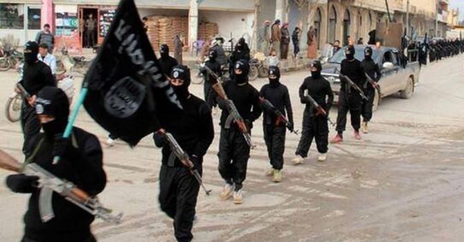 """Người dân ở """"thủ phủ IS"""" nổi dậy chống chiến binh khủng bố"""
