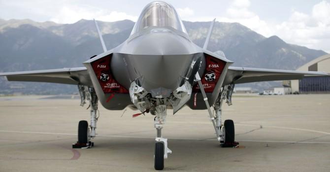 """Tiêm kích mới nhất F-35 của Mỹ """"gần như bị mù"""" vì dính lỗi"""
