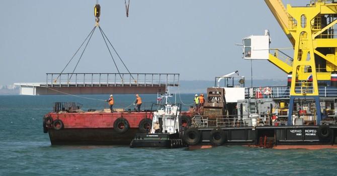 Ukraine cảnh báo Nga sẽ không thể xây dựng được cầu qua biển đến Crimea