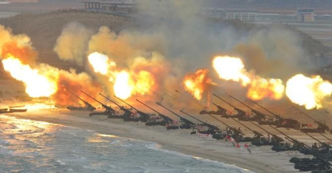 """Kim Jong Un dùng """"trò trẻ con"""" đe dọa tiêu hủy Mỹ bằng...""""video hạt nhân"""""""