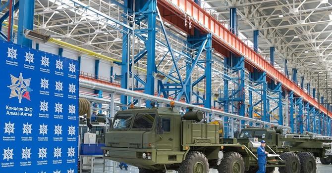 Ông Putin thăm nơi sản xuất hệ thống tên lửa S-400, S-500