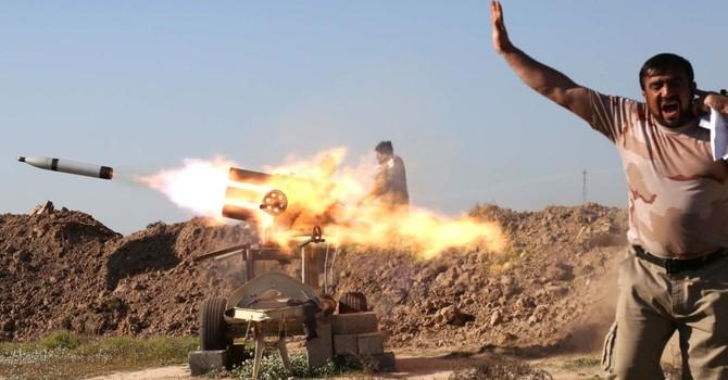 Hàng nghìn dân mắc kẹt vì quân đội Iraq tấn công IS