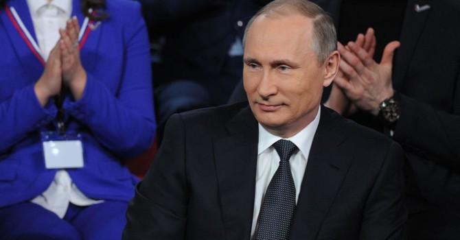 """Báo Nga nói ông Putin là người thích đùa, nói ngoại ngữ """"hoàn hảo"""""""