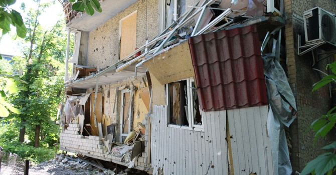 """Quân Donetsk """"lấy thân mình che chắn"""" đạn pháo cho nhà báo Nga"""