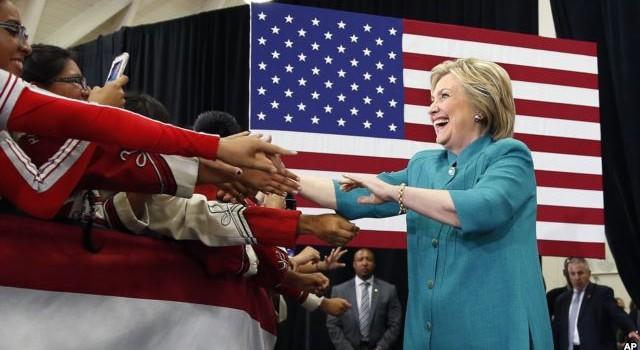 """Bầu Tổng thống Mỹ: Bà Clinton dự kiến giành """"vé chung kết"""" vào thứ Ba này"""