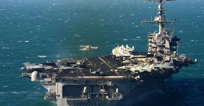 Tư lệnh Hải quân Mỹ thăm tàu sân bay nguyên tử tại Biển Đông