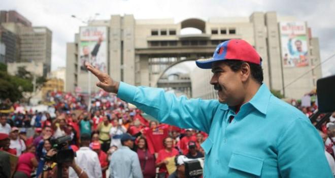 """Cử tri Venezuela đòi bãi nhiệm Tổng thống Nicolas Maduro """"phải xác nhận danh tính"""""""