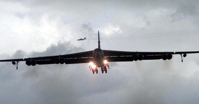 """Hai """"pháo đài bay"""" B-52 của Mỹ đến gần biên giới Nga để làm gì"""
