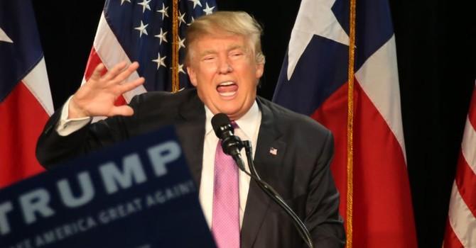"""Tỷ phú Trump bất bình, tố có nhiều đảng viên Cộng hòa tính """"lật"""" ông"""