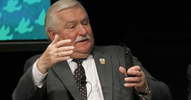 Cựu Tổng thống Ba Lan muốn Mỹ bắn hạ máy bay Nga